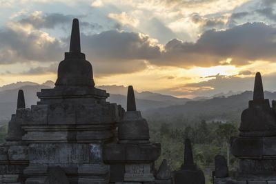 https://imgc.allpostersimages.com/img/posters/borobudur-buddhist-temple-unesco-world-heritage-site-java-indonesia-southeast-asia_u-L-PQ8R1Z0.jpg?p=0