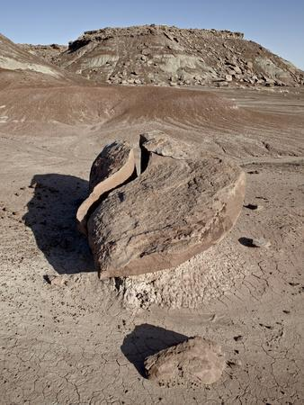 https://imgc.allpostersimages.com/img/posters/boulder-that-looks-like-a-broken-heart-among-the-badlands-petrified-forest-national-park-arizona_u-L-PFNA7E0.jpg?p=0