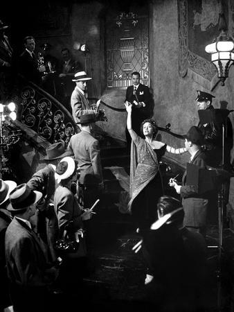 https://imgc.allpostersimages.com/img/posters/boulevard-du-crepuscule-sunset-boulevard-by-billywilder-with-gloria-swanson-1950-b-w-photo_u-L-Q1C25PM0.jpg?artPerspective=n