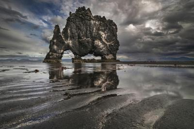 Giant by Bragi Ingibergsson -