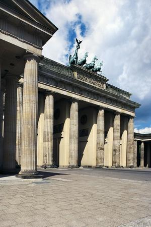 https://imgc.allpostersimages.com/img/posters/brandenburg-gate-or-brandenburger-tor_u-L-PP9ZII0.jpg?p=0