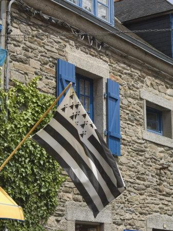 https://imgc.allpostersimages.com/img/posters/breton-flag-in-the-old-walled-town-of-concarneau-southern-finistere-brittany-france-europe_u-L-P7NU3K0.jpg?p=0