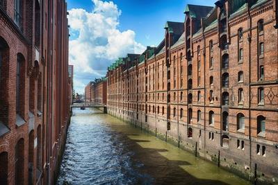 https://imgc.allpostersimages.com/img/posters/brick-warehouses-of-speicherstadt-hamburg_u-L-Q1AS7PF0.jpg?p=0