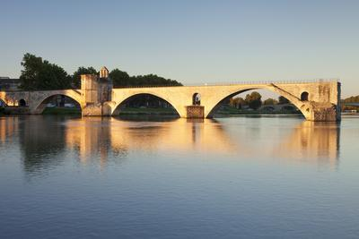 https://imgc.allpostersimages.com/img/posters/bridge-st-benezet-over-rhone-river-at-sunrise-france_u-L-Q12SBRK0.jpg?p=0