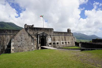https://imgc.allpostersimages.com/img/posters/brimstone-hill-fortress-st-kitts-st-kitts-and-nevis_u-L-PWFLTE0.jpg?p=0