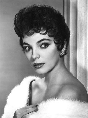 https://imgc.allpostersimages.com/img/posters/british-actress-joan-collins-in-the-50-s-b-w-photo_u-L-Q1C39P20.jpg?artPerspective=n