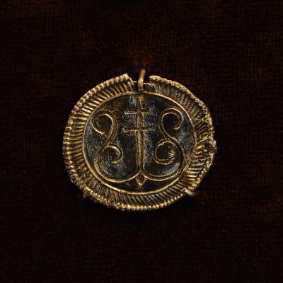 https://imgc.allpostersimages.com/img/posters/bronze-pendant-museum-of-history-and-navigation-riga-latvia_u-L-POPNG60.jpg?p=0