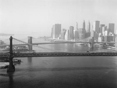 https://imgc.allpostersimages.com/img/posters/brooklyn-bridge-and-manhattan-bridge-aerial_u-L-Q10PDMS0.jpg?p=0
