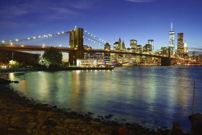 https://imgc.allpostersimages.com/img/posters/brooklyn-bridge-and-manhattan-skyline-at-dusk-from-brooklyn-bridge-park_u-L-PWFSLS0.jpg?artPerspective=n