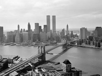 https://imgc.allpostersimages.com/img/posters/brooklyn-bridge-and-world-trade-center-lower-manhattan_u-L-Q10PDMV0.jpg?p=0