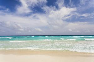Mexico, Quintana Roo, Yucatan Peninsula, Cancun, Scenic View of Sea by Bryan Mullennix