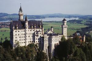 Germany, Bayern, Allgau, Fussen, Schloss Neuschwanstein Castle by Bryan Pickering