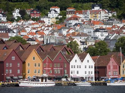 https://imgc.allpostersimages.com/img/posters/bryggen-unesco-world-heritage-site-bergen-hordaland-norway-scandinavia-europe_u-L-PFO1RR0.jpg?artPerspective=n