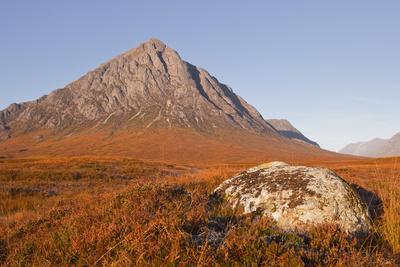 https://imgc.allpostersimages.com/img/posters/buachaille-etive-mor-mountain-on-the-edge-of-glencoe-and-glen-etive-highlands-scotland-uk_u-L-PIAZTX0.jpg?p=0