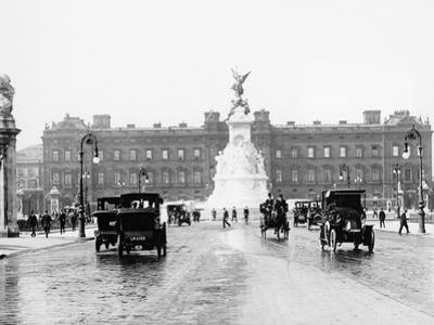 Buckingham Palace and the Mall, London, 1910