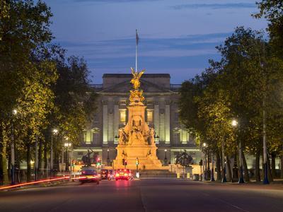 https://imgc.allpostersimages.com/img/posters/buckingham-palace-london-england-united-kingdom_u-L-PWFCW40.jpg?p=0