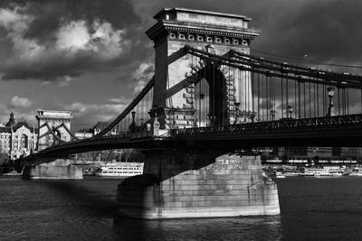 https://imgc.allpostersimages.com/img/posters/budapest-chain-bridge-bw_u-L-Q1AGSY40.jpg?p=0
