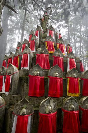 https://imgc.allpostersimages.com/img/posters/buddhist-cemetery-of-oku-no-in-koyasan-koya-san-kansai-japan_u-L-PWFE870.jpg?p=0