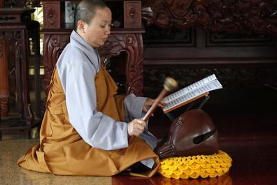 https://imgc.allpostersimages.com/img/posters/buddhist-ceremony-at-temple-monk-playing-on-a-wooden-fish-percussion-instrument_u-L-Q1GYKCB0.jpg?artPerspective=n