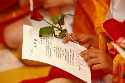 https://imgc.allpostersimages.com/img/posters/buddhist-ceremony-for-children-and-beginners-seoul-south-korea_u-L-Q1GYIO40.jpg?artPerspective=n