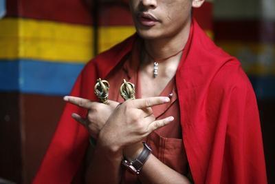 https://imgc.allpostersimages.com/img/posters/buddhist-ceremony-swayambhunath-temple-kathmandu-nepal_u-L-Q1GYISZ0.jpg?artPerspective=n