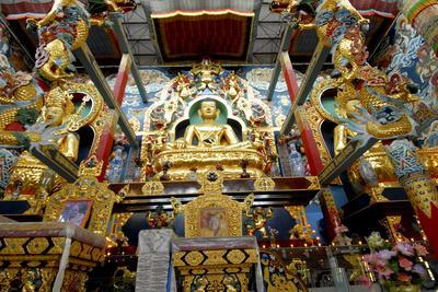 https://imgc.allpostersimages.com/img/posters/buddhist-golden-temple-in-bylakuppe-coorg-karnataka-india-asia_u-L-PNFR380.jpg?artPerspective=n