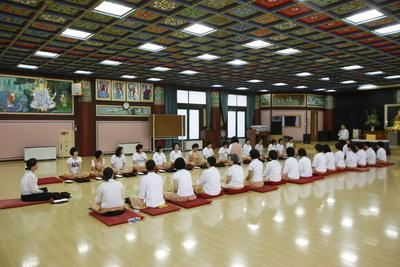 https://imgc.allpostersimages.com/img/posters/buddhist-meal-with-traditional-bowls-seoul-south-korea_u-L-Q1GYMVK0.jpg?artPerspective=n