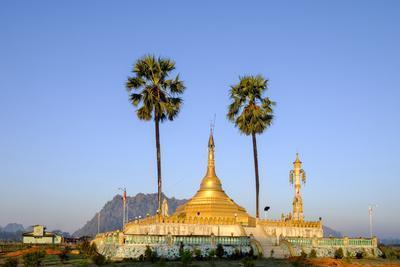 https://imgc.allpostersimages.com/img/posters/buddhist-pagoda-in-a-karstic-landscape-hpa-an-kayin-state-karen-state-myanmar-burma-asia_u-L-Q12SB3U0.jpg?p=0