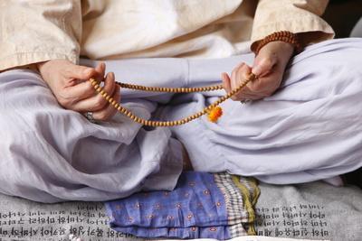 https://imgc.allpostersimages.com/img/posters/buddhist-prayer-beads-seoul-south-korea_u-L-Q1GYHCA0.jpg?artPerspective=n