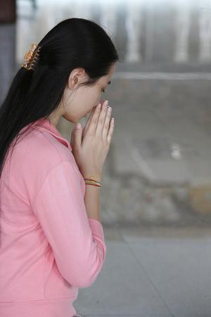 https://imgc.allpostersimages.com/img/posters/buddhist-prayer-dharmikarama-temple-penang-malaysia_u-L-Q1GYJ9T0.jpg?artPerspective=n
