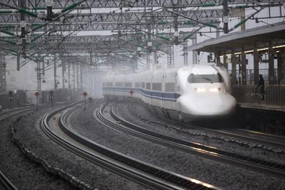 https://imgc.allpostersimages.com/img/posters/bullet-train-at-shin-osaka-station-osaka-kansai-japan-asia_u-L-PWFJ1B0.jpg?p=0