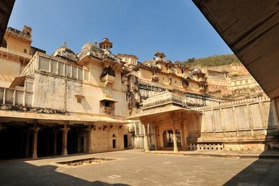 https://imgc.allpostersimages.com/img/posters/bundi-palace-rajasthan-india-asia_u-L-PNGGO40.jpg?p=0