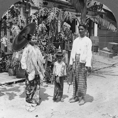 https://imgc.allpostersimages.com/img/posters/burmese-family-rangoon-burma-1908_u-L-Q10LKT10.jpg?p=0