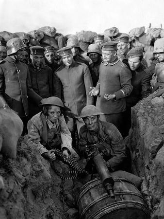 https://imgc.allpostersimages.com/img/posters/buster-s-en-va-t-en-guerre-doughboys-by-edwardsedgwick-with-buster-keaton-1930-b-w-photo_u-L-Q1C2IYZ0.jpg?artPerspective=n