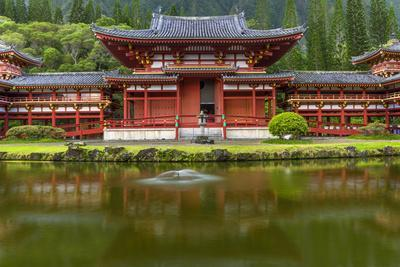 https://imgc.allpostersimages.com/img/posters/byodo-in-buddhist-temple-kaneohe-oahu-hawaii-usa_u-L-PXR7R70.jpg?p=0