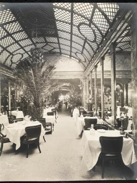 Dining Room at the Hotel Imperial, 1904 by Byron Company