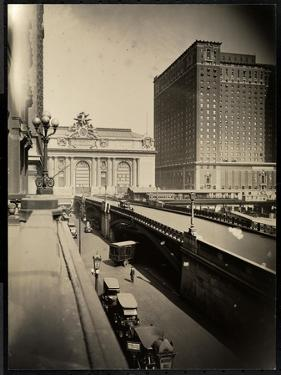 View of Park Avenue and 42nd Street, 1920 by Byron Company