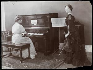 Women Playing a Player Piano and a Violin, New York, 1907 by Byron Company