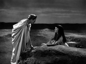 CAESAR AND CLEOPATRA, 1945 directed by GABRIEL PASCAL Claude Rains and Vivien Leigh (b/w photo)