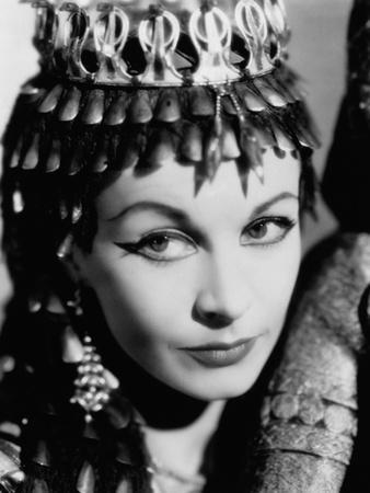 https://imgc.allpostersimages.com/img/posters/caesar-and-cleopatra-1945_u-L-Q10TQUG0.jpg?artPerspective=n