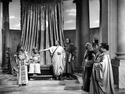 https://imgc.allpostersimages.com/img/posters/caesar-and-cleopatra-1945_u-L-Q1C46XT0.jpg?artPerspective=n