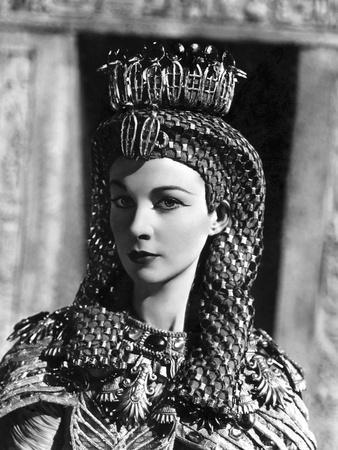 https://imgc.allpostersimages.com/img/posters/caesar-and-cleopatra-1945_u-L-Q1C47BQ0.jpg?artPerspective=n