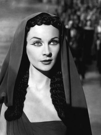 https://imgc.allpostersimages.com/img/posters/caesar-and-cleopatra-1945_u-L-Q1C47HM0.jpg?artPerspective=n