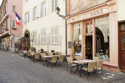 https://imgc.allpostersimages.com/img/posters/cafe-au-croissant-dore-rue-marchands-colmar-alsace-france-europe_u-L-PWFSTS0.jpg?p=0