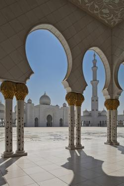 Internal View of the Arcade of the Sheikh Zayed Mosque, Al Maqta District of Abu Dhabi, Abu Dhabi by Cahir Davitt