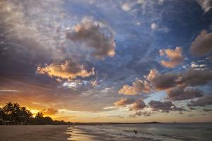 Noosa Beach and the Tasman Sea at Sunset, Noosa Heads, Queensland, Australia. by Cahir Davitt