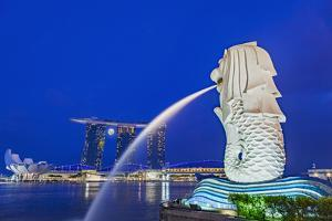 The Marina Bay Sands Hotel and Shopping Centre and the Singapore Art and Science Museum, Singapore by Cahir Davitt
