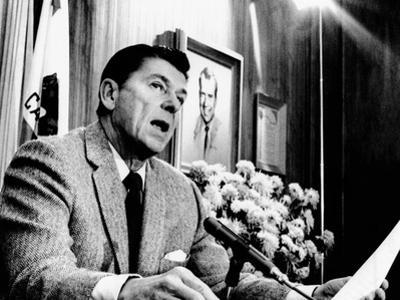 California Gov Ronald Reagan Speaking with Newsmen, Jan 3, 1971