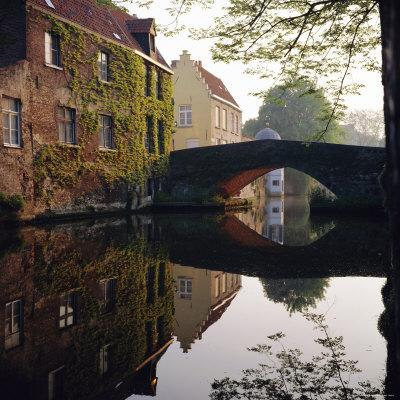 https://imgc.allpostersimages.com/img/posters/canal-reflections-bruges-belgium_u-L-P2QW990.jpg?artPerspective=n