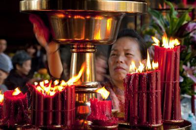 https://imgc.allpostersimages.com/img/posters/candles-in-longshan-temple-taipei_u-L-Q1AS89X0.jpg?p=0